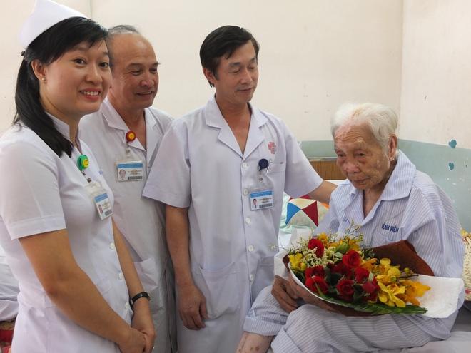 TP.HCM: Cứu sống cụ bà 104 tuổi bị nhiễm trùng đường mật  - Ảnh 1.