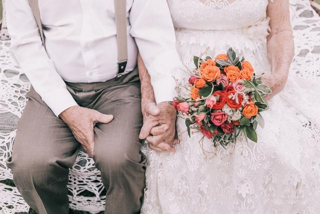 Không có độ tuổi giới hạn để chụp ảnh cưới lần đầu bởi tình yêu có biết già đâu!