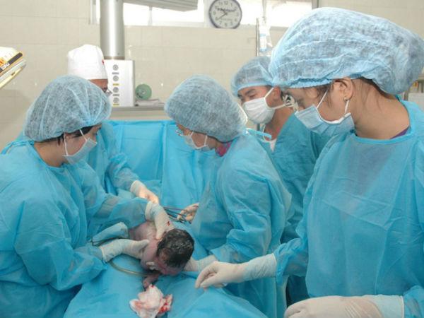Lén ăn cháo trước khi lên bàn mổ, thai phụ tử vong: Vì sao phải nhớ nhịn ăn trước khi mổ?