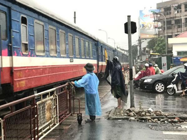 Nhân viên đường sắt nghỉ việc hàng loạt vì lương thấp