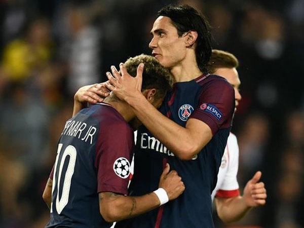 Ôm nhau thắm thiết, Neymar và Cavani đã làm lành?