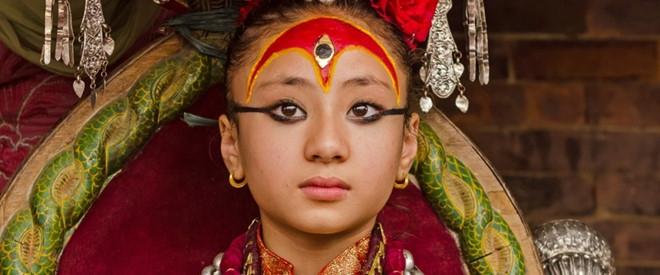 Be gai 3 tuoi tro thanh 'nu than song' o Nepal hinh anh 2
