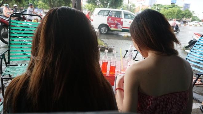 Chủ quán cà phê: Không biết sao họ lại kiểm tra Nhung và Kiều - Ảnh 1.