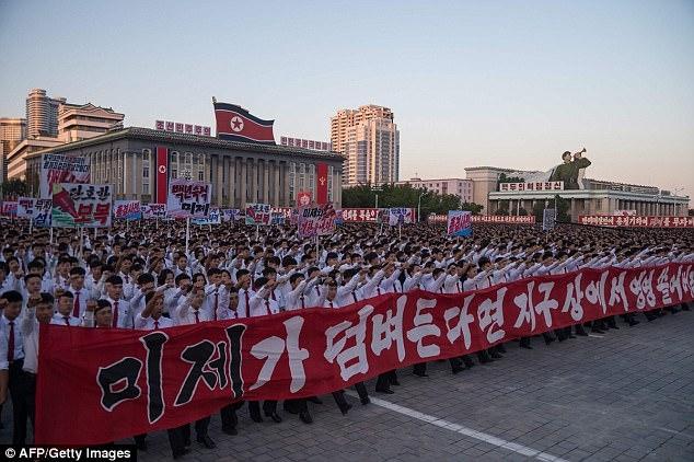 Cuộc tuần hành quy mô lớn được tổ chức tại Quảng trường Kim Nhật Thành ở thủ đô Bình Nhưỡng của Triều Tiên với sự tham gia của hàng chục nghìn người trong ngày 23/9. (Ảnh: AFP)