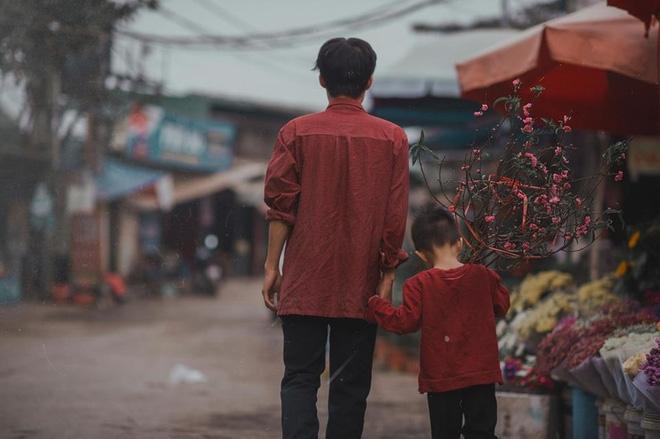 Ngoài Quốc Tuấn, ngoài kia cũng còn nhiều người cha vĩ đại theo một cách khác, như cha nghèo chở con đi học này - Ảnh 6.