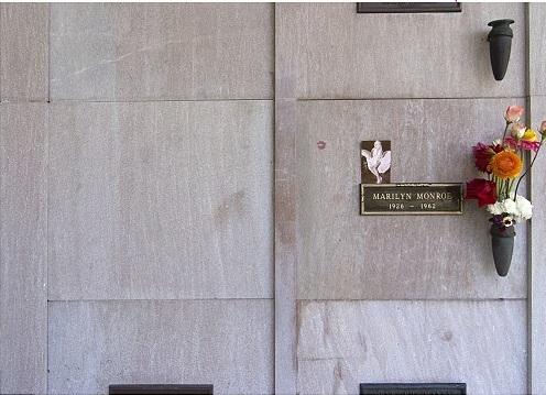 Ông trùm Playboy được chôn cất cạnh cô đào nóng bỏng nhất nước Mỹ Marilyn Monroe - Ảnh 6.