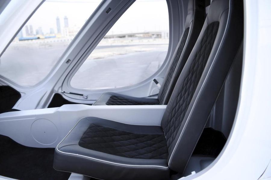 Taxi bay dau tien tren the gioi o Dubai hinh anh 4