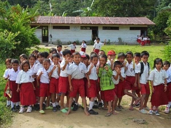 Chuyện lạ ở Phú Yên: Cấm nam sinh tiểu học mặc quần soóc đến trường