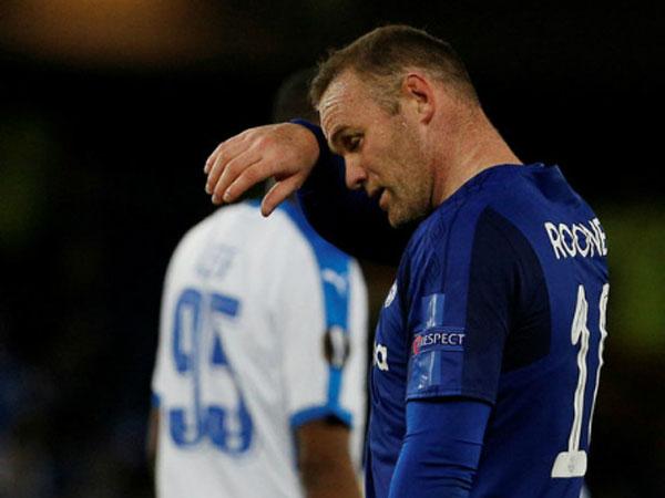 Rooney nổ súng, Everton vẫn bị đội 10 người cầm hòa