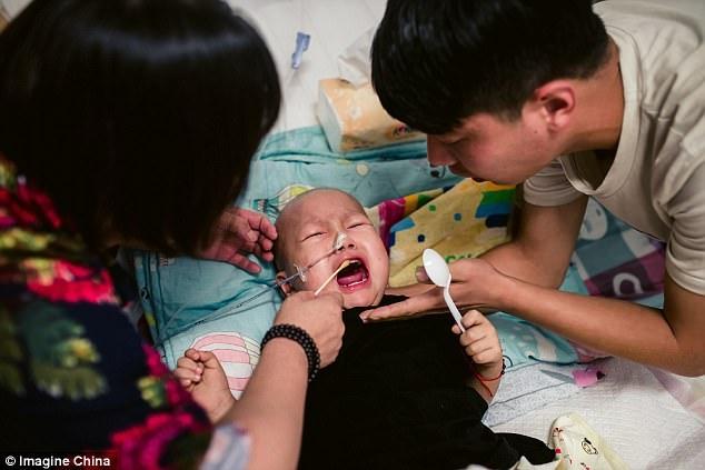 Rớt nước mắt nhìn cậu bé ung thư bị mẹ đẻ bỏ rơi nhưng trong cơn đau vẫn không thôi nhớ mẹ - Ảnh 3.