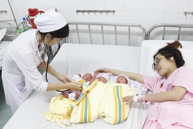 Cần Thơ: Sinh lần đầu, sản phụ 24 tuổi mang tam thai hiếm gặp, vỡ ối sớm mẹ tròn con vuông - Ảnh 1.