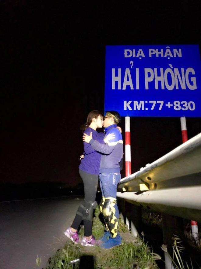 Cặp đôi hôn nhau trên từng cây số: Đi xuyên Việt, đến đâu cũng chỉ chụp đúng 1 kiểu ảnh - Ảnh 3.