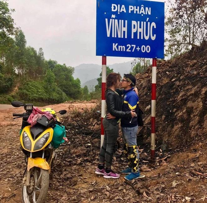 Cặp đôi hôn nhau trên từng cây số: Đi xuyên Việt, đến đâu cũng chỉ chụp đúng 1 kiểu ảnh - Ảnh 10.