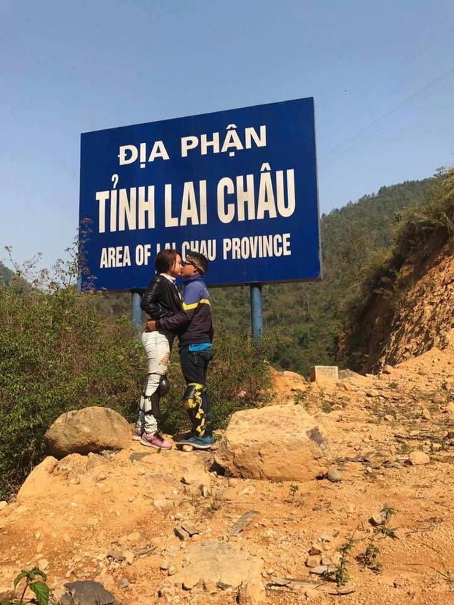 Cặp đôi hôn nhau trên từng cây số: Đi xuyên Việt, đến đâu cũng chỉ chụp đúng 1 kiểu ảnh - Ảnh 11.