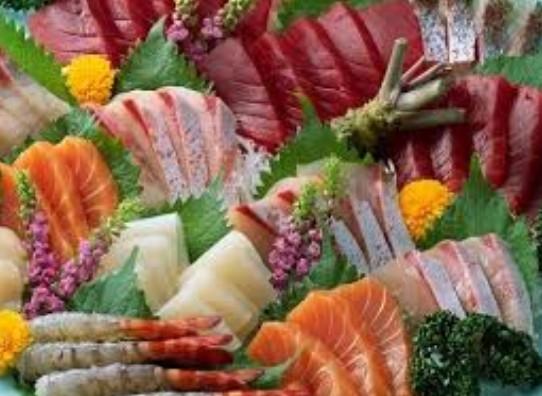 Những loại thịt giàu dinh dưỡng như thịt bò, thịt cừu, thịt chó và hải sản... được khuyên không nên ăn cùng sầu riêng