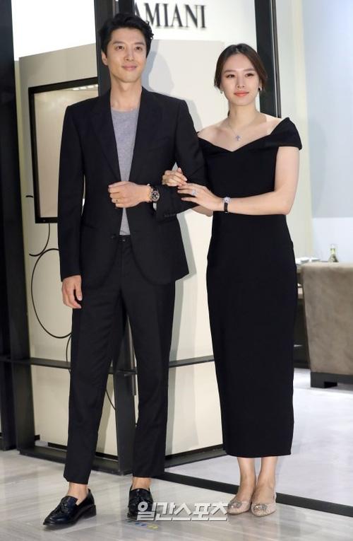 Hết kết hôn chớp nhoáng, cặp con ghẻ Lee Dong Gun và Jo Yoon Hee lại bí mật làm lễ cưới vào hôm nay - Ảnh 3.