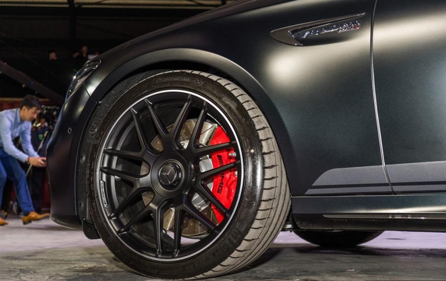 Mercedes-Benz E63 S gia 237.000 USD tai Malaysia hinh anh 4
