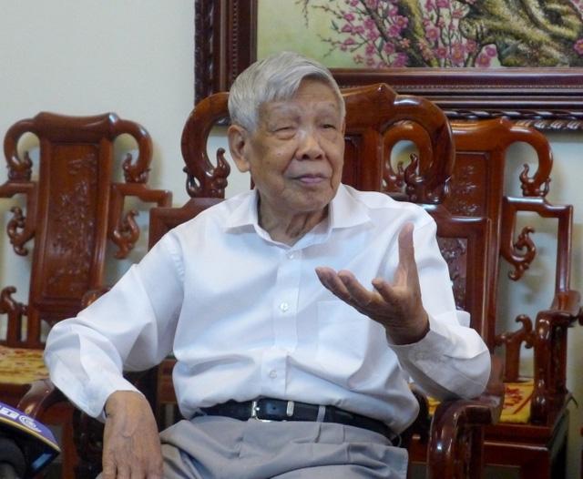 Nguyên Tổng Bí thư Lê Khả Phiêu trao đổi với báo chí sáng 29/9.