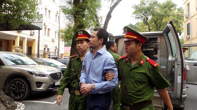 Nguyễn Xuân Thắng, em họ Nguyễn Xuân Sơn, nguyên Phó Giám đốc khối khách hàng lớn và đối tác chiến lược, Oceanbank.