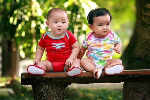 """nhung cap song sinh nha sao viet duoc bo me """"giau ki"""" - 6"""