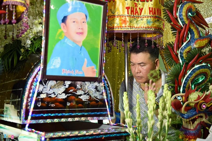 Quyen Linh, Trung Dan toi thap huong tien biet nghe si Khanh Nam hinh anh 3
