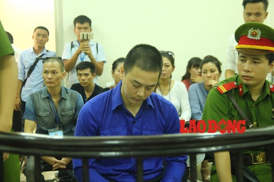 Cao Mạnh Hùng tại tòa án.