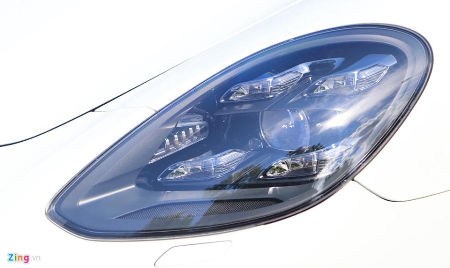 Chat the thao trong mau sedan hang sang Porsche Panamera 4S 2017 hinh anh 4