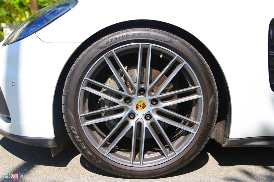 Chat the thao trong mau sedan hang sang Porsche Panamera 4S 2017 hinh anh 5