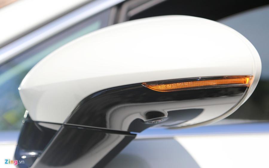 Chat the thao trong mau sedan hang sang Porsche Panamera 4S 2017 hinh anh 6