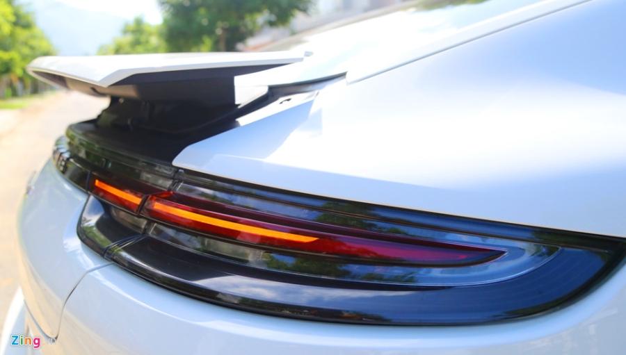 Chat the thao trong mau sedan hang sang Porsche Panamera 4S 2017 hinh anh 9