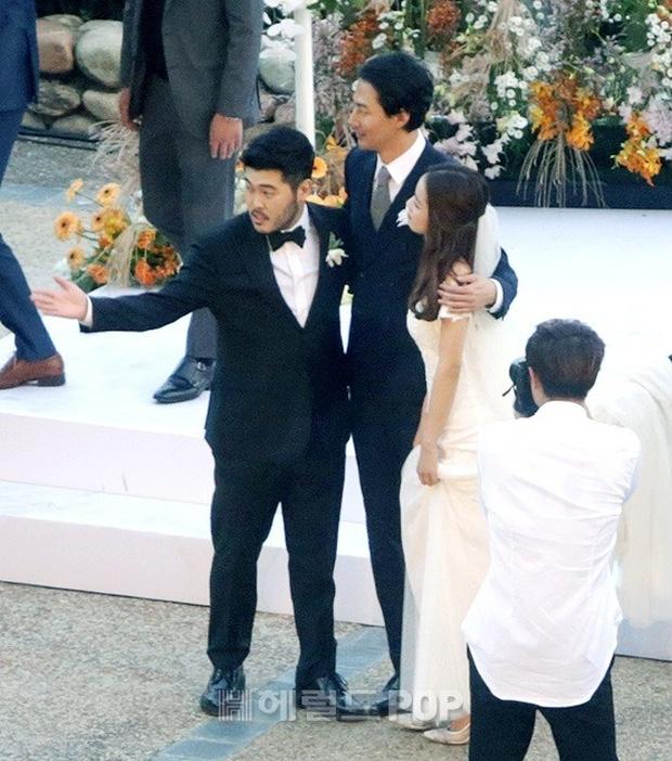 Đám cưới siêu khủng của diễn viên Vườn sao băng: Hội bạn thân tài tử, mỹ nhân hội tụ, thiếu Song Joong Ki - Ảnh 9.