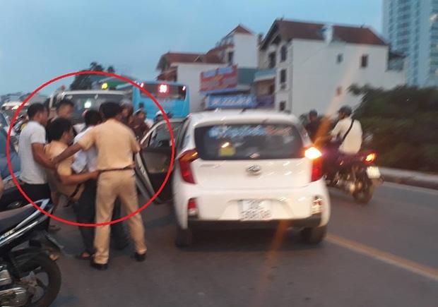 Hà Nội: Nam thanh niên tăng ga tháo chạy sau khi tông trúng CSGT, bỏ 2 người bạn lại hiện trường - Ảnh 1.