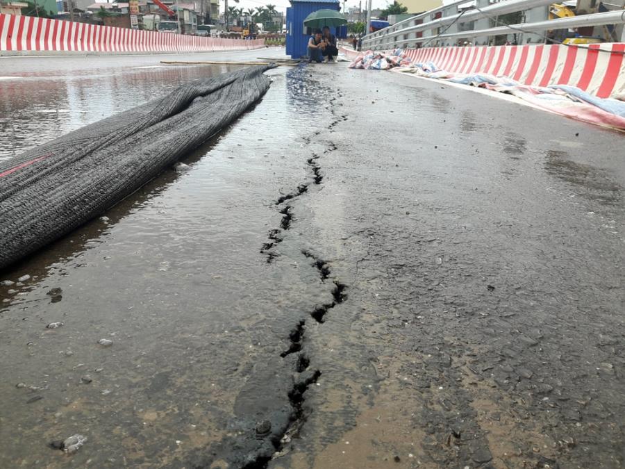 Chính trị - Xã hội - Hải Phòng: Cầu chưa khánh thành đã nứt dài hơn 30m