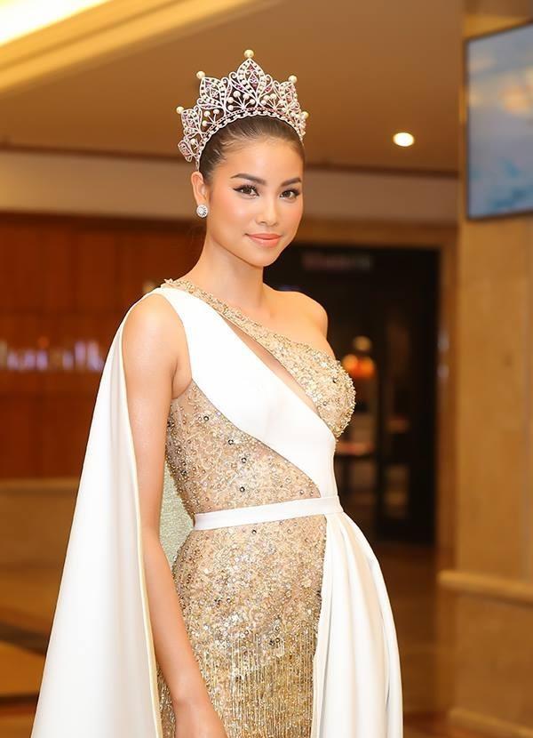 Pham Huong cui nguoi chinh vay cho Mau Thuy giua on ao chen ep hinh anh 3