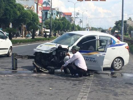 taxi-tong-gay-tru-den-cao-ap-ba-nguoi-nhap-vien