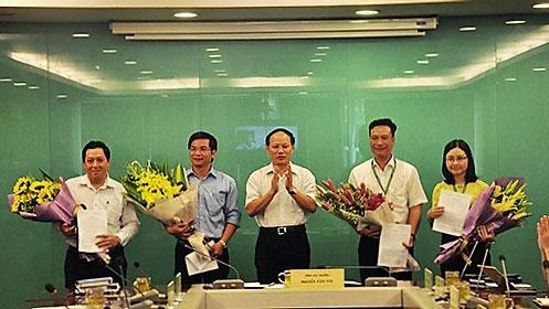 Ông Nguyễn Xuân Quang (ngoài cùng bên trái) tại buổi công bố quyết định bổ nhiệm giữ chức Phó cục trưởng Cục Kiểm soát hoạt động bảo vệ môi trường - Tổng cục Môi trường.