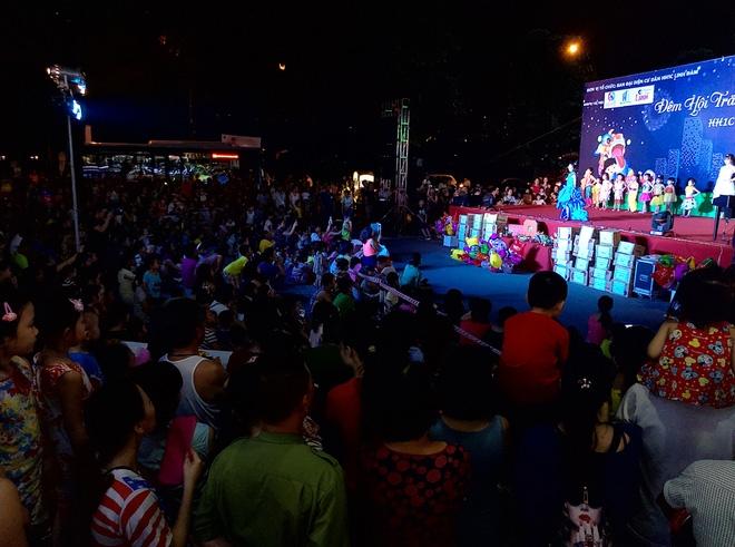 Hà Nội: Nhiều chung cư đồng loạt tổ chức Trung thu, hàng vạn cư dân ùn ùn kéo xuống sân vui chơi - Ảnh 3.