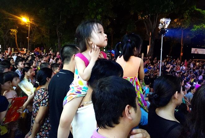 Hà Nội: Nhiều chung cư đồng loạt tổ chức Trung thu, hàng vạn cư dân ùn ùn kéo xuống sân vui chơi - Ảnh 5.