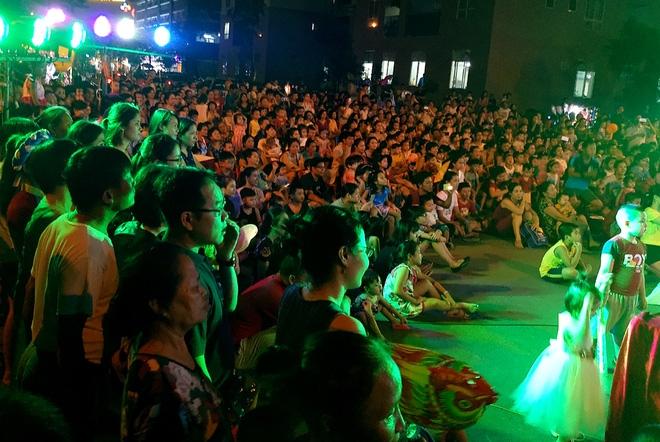 Hà Nội: Nhiều chung cư đồng loạt tổ chức Trung thu, hàng vạn cư dân ùn ùn kéo xuống sân vui chơi - Ảnh 6.