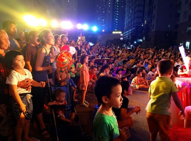 Hà Nội: Nhiều chung cư đồng loạt tổ chức Trung thu, hàng vạn cư dân ùn ùn kéo xuống sân vui chơi - Ảnh 7.