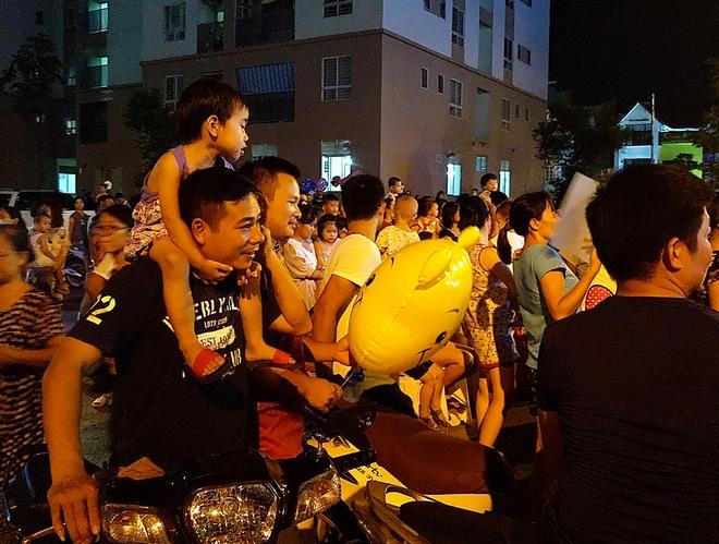 Hà Nội: Nhiều chung cư đồng loạt tổ chức Trung thu, hàng vạn cư dân ùn ùn kéo xuống sân vui chơi - Ảnh 9.