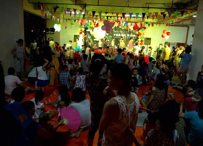 Hà Nội: Nhiều chung cư đồng loạt tổ chức Trung thu, hàng vạn cư dân ùn ùn kéo xuống sân vui chơi - Ảnh 10.