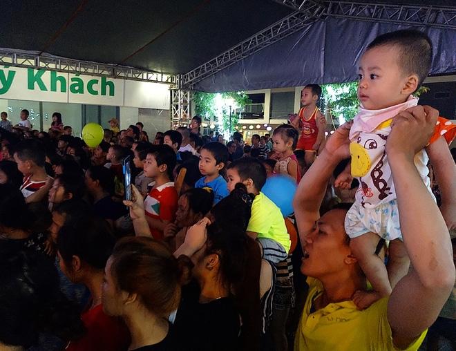 Hà Nội: Nhiều chung cư đồng loạt tổ chức Trung thu, hàng vạn cư dân ùn ùn kéo xuống sân vui chơi - Ảnh 11.