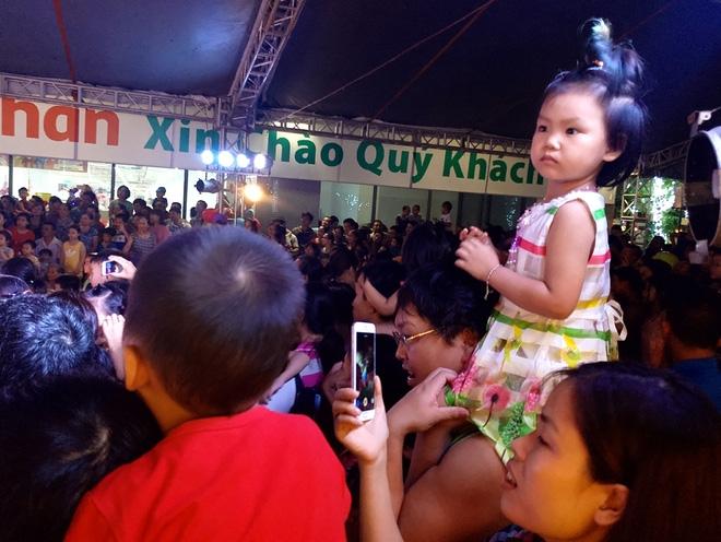 Hà Nội: Nhiều chung cư đồng loạt tổ chức Trung thu, hàng vạn cư dân ùn ùn kéo xuống sân vui chơi - Ảnh 12.