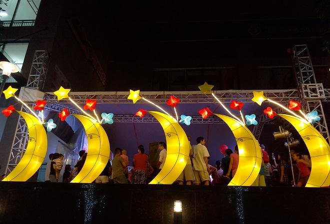 Hà Nội: Nhiều chung cư đồng loạt tổ chức Trung thu, hàng vạn cư dân ùn ùn kéo xuống sân vui chơi - Ảnh 13.