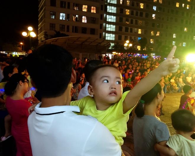 Hà Nội: Nhiều chung cư đồng loạt tổ chức Trung thu, hàng vạn cư dân ùn ùn kéo xuống sân vui chơi - Ảnh 15.