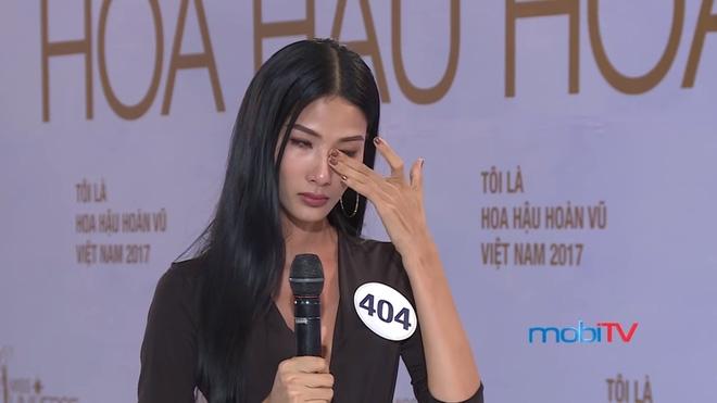 Hoa hậu Hoàn vũ VN 2017, tập 1: Nhiều trò cười, lố lăng tới mức MC Phan Anh bức xúc - Ảnh 13.