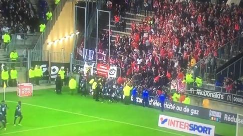 Sập khán đài ở Ligue 1, 29 CĐV nhập viện - ảnh 1