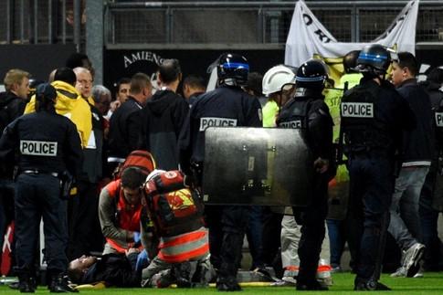 Sập khán đài ở Ligue 1, 29 CĐV nhập viện - ảnh 2