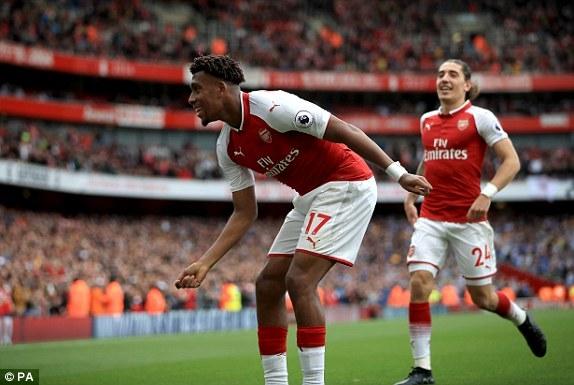 Iwobi ghi bàn thắng nhân đôi cách biệt cho Arsenal
